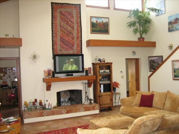 ::Looks Like:: Living_room_and_tv